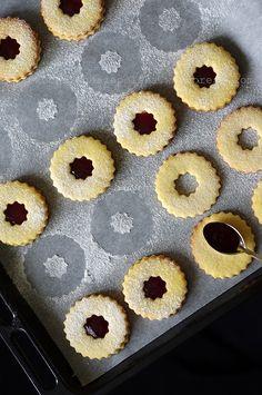 Kocie oczka | kuchnianaszapolska Baking Recipes, Cookie Recipes, Shortbread Recipes, Xmas Cookies, Shaped Cookie, Polish Recipes, Christmas Baking, Baked Goods, Sweet Recipes