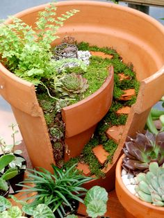 """Gardening Love Broken clay pot turned into a mini garden - If you have a broken pot you can create an alluring fairy garden in it, this wonderful miniature garden charms every place """"Broken Pot Fairy Garden"""". Pots D'argile, Clay Pots, Garden Types, Broken Pot Garden, Fairy Garden Pots, Fairy Gardens, Miniature Gardens, Garden Vase Ideas, Cacti Garden"""