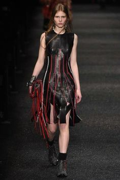 c1a07c2f496 See the complete Alexander McQueen Fall 2017 Ready-to-Wear collection.  Fashion 2018