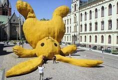 Escultura gigante conejo de peluche