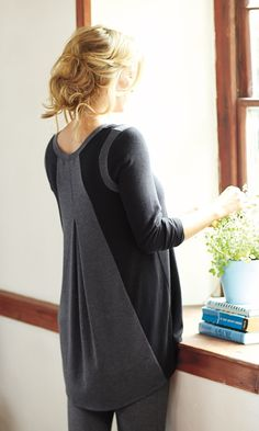 The best back detail ever for a casual look. #cosy #black #gray #sweater