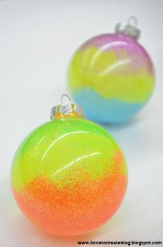 Neon Swirl Glitter Ornaments – Do it YourSelf Interior Design Yule Crafts, Ornament Crafts, Holiday Crafts, Diy Ornaments, Holiday Ideas, Glitter Ornaments, Glass Christmas Ornaments, Kids Christmas, Homemade Christmas Gifts