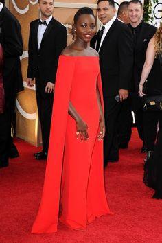 Sacrée meilleure actrice dans un second rôle, Lupita Nyong'o illumine le tapis rouge dans une robe Ralph Lauren Collection aux Golden Globes à Los Angeles