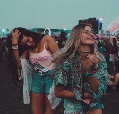 Image via We Heart It #blondie #clothes #friends #friendship #fun #girls #hair #hipster #necklace #shorts #smile #tumblr #yolo #feir #photobybryant