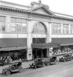 Gottschalks main entrance in 1926.