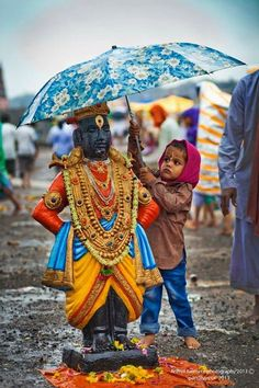"Umbrella for Lord Shri Krishna (Vithala version) who lifted Govardhana giri as an umbrella. He is god in Hindu culture who plaid roll of Protagonist in great epic ""Mahabharta"". We Are The World, People Of The World, Namaste, Religions Du Monde, Amazing India, Amazing Pics, Amazing Art, Awesome, India Colors"