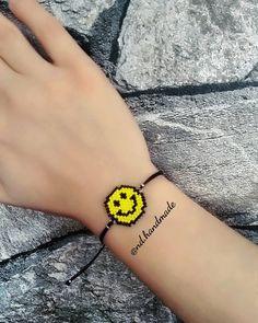 Gülen yüz bileklik ☺  #miyuki #miyukibeads #delica #handmade #aksesuar #elisi #taki #emoji #bileklik #hediye Beading Tutorials, Beading Patterns, Hama Beads Design, Friend Bracelets, Beaded Animals, Brick Stitch, Diy Necklace, Cute Jewelry, Perler Beads