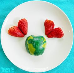 Teach your kids to love the earth with this healthy Earth Day fruit snack.