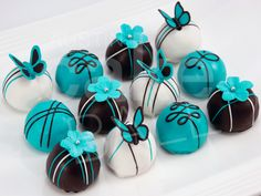 One dozen Tiffany blue cake balls for an Austin wedding gift. Cake Pops, Cupcakes, Cupcake Cakes, Tiffany Blue Cakes, Tiffany Box, Tiffany Theme, Butterfly Baby Shower, Butterfly Cakes, Tiffany Wedding
