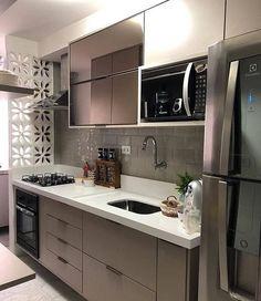 Este posibil ca imaginea să conţină: bucătărie şi interior Kitchen Room Design, Modern Kitchen Design, Home Decor Kitchen, Kitchen Living, Interior Design Kitchen, Home Kitchens, Home Decor Furniture, Kitchen Furniture, Modern Kitchen Cabinets