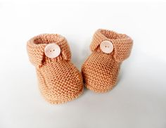 Knitted baby booties knitted baby shoes in by Svetlanababyknitting Knit Baby Shoes, Booties Crochet, Knit Boots, Crochet Baby Booties, Knitted Baby, Crochet Hats, Baby Patterns, Crochet Patterns, Baby Accessories