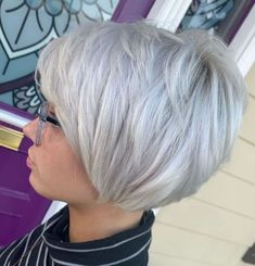 The Full Stack: 50 Hottest Stacked Haircuts - Choppy Silver Stacked Bob Hairstyle - Bobs For Thin Hair, Short Hair With Layers, Short Hair Cuts For Women, Short Cuts, Hair Bobs, Stacked Bob Hairstyles, Bob Hairstyles For Fine Hair, Medium Hairstyles, Wedding Hairstyles