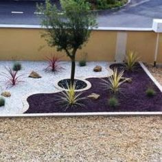 Jardin Méditerranéen de 10 - Diy Tutorial and Ideas Mulch Landscaping, Front Yard Landscaping, Landscaping Ideas, Mulch Ideas, Backyard Garden Design, Lawn And Garden, Garden Maintenance, Landscape Design, House Landscape