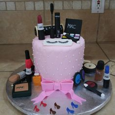 Mac- makeup  Birthday cake Vanilla cake with vanilla bean buttercream. Made by Heavenly Delights by Alaina
