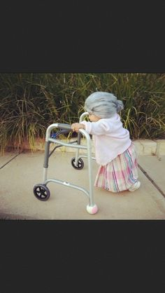 OMG OMG this is such an adorable Halloween costume! Guess what my nephew will be dressed as next year! haha Little Old Lady Halloween Costume Old Lady Halloween Costume, Halloween Diy, Halloween Clothes, Halloween Makeup, Happy Halloween, Halloween Photos, Halloween Stuff, Vintage Halloween, Infant Girl Halloween Costumes