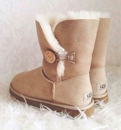 A must have ;) Ugg Bailey Button Chestnut