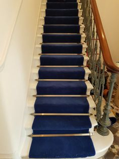 Blue Carpet Runner to Stairs in East London Residence Stair Rods, Stair Railing, Navy Stair Runner, Stair Runners, Wooden Staircases, Stairways, Beautiful Stairs, Accent Walls In Living Room, Staircase Makeover