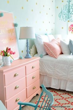 aqua and pink girls bedroom