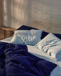 Give your bed an upgrade with our ice blue and navy bedding set. Washed cotton is luxuriously soft to the touch and highly breathable, helping to regulate body temperature through the night. It is an effortless fabric, designed to look good even without ironing. Crafted from the finest fibres in Portugal. Beige Bedding Sets, Dark Grey Bedding, Striped Bedding, Green Bedding, White Bedding, Luxury Bedding, Duvet Covers, Portugal, Ice