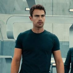 Theo James playing Four Divergent Theo James, Divergent Four, Tris And Four, Divergent Fandom, Divergent Insurgent Allegiant, Divergent Series, Tobias, Theodore James, James 3