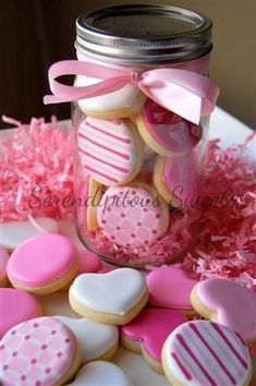 16 Super Ideas for cupcakes ideas pink valentines day Mini Cookies, Fancy Cookies, Iced Cookies, Cute Cookies, Royal Icing Cookies, Cupcake Cookies, Heart Cookies, Icing Cupcakes, Flower Cookies