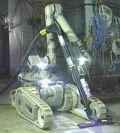 軍事用をベースにした除染作業ロボ(米アイロボットの「ウォーリアー」)