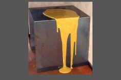 tavolino in lamiera grezza con colatura di resina colorata
