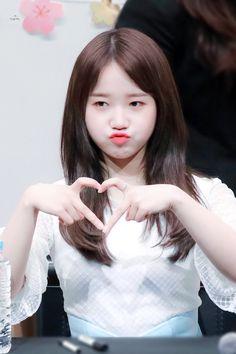 Kpop Girl Groups, Korean Girl Groups, Kpop Girls, Kim Chungha, Jung Chaeyeon, Choi Yoojung, Poses, Fandom, Beautiful Boys