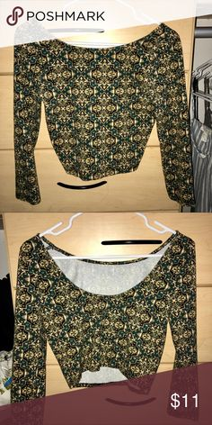 Forever 21 Patterned Crop Top Super cute and flattering! I loved this so much but it doesn't fit me anymore - worn a few times but in perfect like new condition *FITS SIZE M-L* Forever 21 Tops