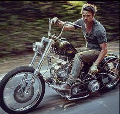 Nice motorcycle Brad Pitt!