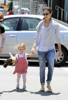 Image from http://media1.popsugar-assets.com/files/2010/05/18/4/192/1922398/spl178187_003wtmk/i/Pictures-Honor-Warren-Walking-Jessica-Alba-LA.jpg.