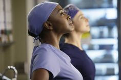 """#GreysAnatomy season 11, episode 14 """"The Distance"""": Amelia is clearly willing to do whatever it takes to save Dr. Herman's life!"""
