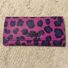 Selling this Vera Bradley Wallet in my Poshmark closet! My username is: connolc2. #shopmycloset #poshmark #fashion #shopping #style #forsale #Vera Bradley #Handbags