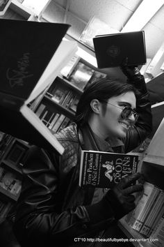 Cosplay: Crowley  Book: Good Omens  Cosplayer: leauxwren
