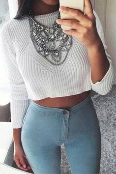 This sweater is so attractive in autumn and winter. It is special for its round collar and cropped design, making the women look charming. We love it with a skinny low-waist jeans, showing your sexy waist line.