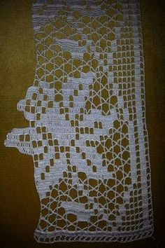 This post was discovered by HU Crochet Boarders, Crochet Lace Edging, Thread Crochet, Knit Or Crochet, Crochet Doilies, Easy Crochet, Crochet Stitches, Filet Crochet, Doily Patterns