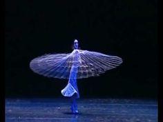 Gayatri Mantra....En este tipo de bailes se demuestra lo que Martha Graham decía: el baile es el lenguaje escondido del alma.