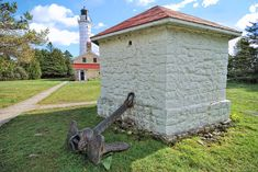 Cana Island Lighthouse The Cana Island lighthouse is a lighthouse located just north of Baileys Harbor in Door County, Wisconsin, United States. mages Courtesy of Wikimedia Commons