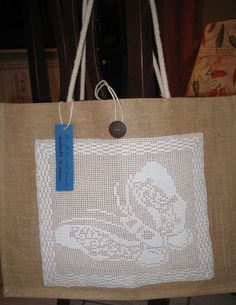 borsa in juta con decorazione a filet