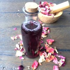 Natural homemade Rose Facial Cream to nourish your skin Rose Oil For Skin, Rose Water For Skin, Oils For Skin, Uses For Rose Water, Uses Of Rose, Homemade Facials, Homemade Skin Care, Diy Rose, Rose Essential Oil