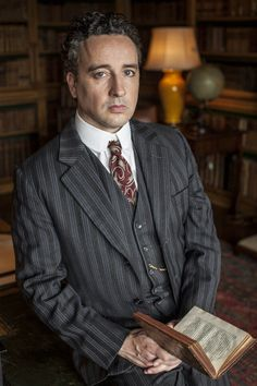 Aidan McArdle as Lord Loxley. Love to hate this character, but the actor Aidan is a nice guy!