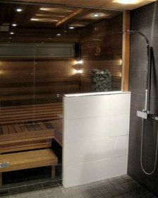 Glass wall between sauna and shower Bathroom Spa, Bathroom Renos, Bathroom Layout, Spas, Sauna Hammam, Sauna Shower, Portable Sauna, Outdoor Sauna, Sauna Design