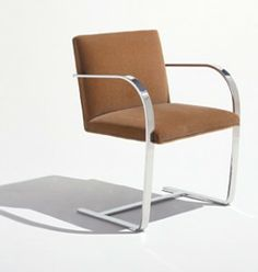 Brno Chair, Mies van der Rohe and Lilly Reich, 1929-30, Alemania Paint Upholstery, Living Room Upholstery, Upholstery Repair, Upholstery Cushions, Upholstery Cleaner, Chair Cushions, Bauhaus, Knoll Chairs, Bar Chairs