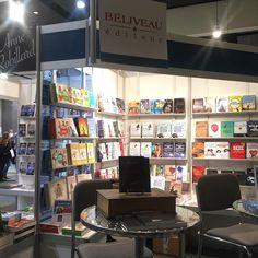 Une magnifique journée au Salon du livre de l'Outaouais! Merci Ellyxia Castle pour cette photo du kiosque!!!