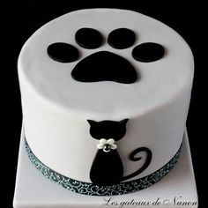 Cat cake You are in the right place about birthday cake designs Here we offer you the most beautiful pictures about the healthy birthday cake you are looking for. When you examine the Cat cake part of Healthy Birthday Cakes, Birthday Cake For Cat, Dad Birthday, Bolo Crossfit, Fondant Cakes, Cupcake Cakes, Kitten Cake, Decoration Patisserie, Animal Cakes