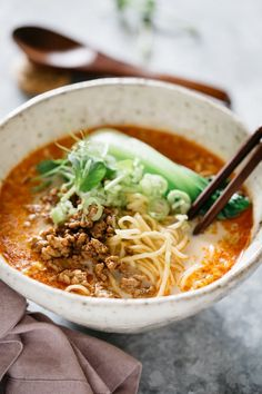 Tantanmen(担々麺)is the Japanese take on Sichuan Dan Dan noodles. In this dish, yummy ramen noodles are swimming in a deliciously balanced soup with hot spiciness from rayu Japanese chili oil and a melow nutty sweetness from soy milk and sesame paste. Spicy Ramen Noodles, Ramen Noodle Recipes, Asian Recipes, Gourmet Recipes, Cooking Recipes, Healthy Recipes, Dan Dan Noodles Recipe, Asian Market, Light Recipes