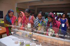 राजनांदगांव जिले के पंचायत प्रतिनिधि इंदिरा गाँधी कृषि विश्वविद्यालय पहुंचे. यहाँ उन्होंने आधुनिक कृषि उपकरणों का अवलोकन किया एवं उपयोग की तकनीक के बारे में जानकारी ली. धान की दुर्लभ किस्में देख वे आश्चर्यचकित हो गए. उन्होंने दलहन-तिलहन की किस्मों के सम्बन्ध में जाना-समझा. प्रतिनिधियों ने नई तकनीक के उपयोग से भविष्य में खेती-किसानी करने की बात कही
