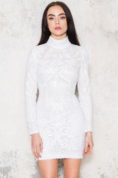 Köp Snow White Dress hos D.M. Retro