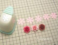 CardNation~手作りカードで繋ぐ「心」-クラフトパンチで作るバラ Paper Flower Patterns, Paper Flowers Craft, Paper Crafts Origami, Paper Flower Wall, Paper Flower Tutorial, Paper Quilling, Flower Crafts, Diy Flowers, Fabric Flowers