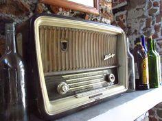 Radio antiguo, parte de la decoración de nuestro Restaurante.